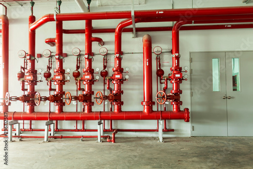 In de dag Industrial geb. Red water pipe valve,pipe for water piping system control and Fire control system in industrial building or business building