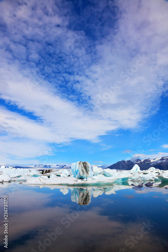 Cirrus clouds and spectacular icebergs