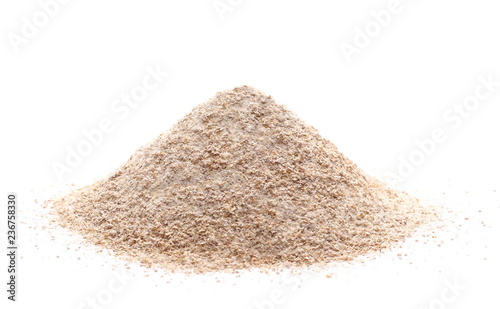 Poster Graine, aromate Pile of integral wheat flour isolated on white background