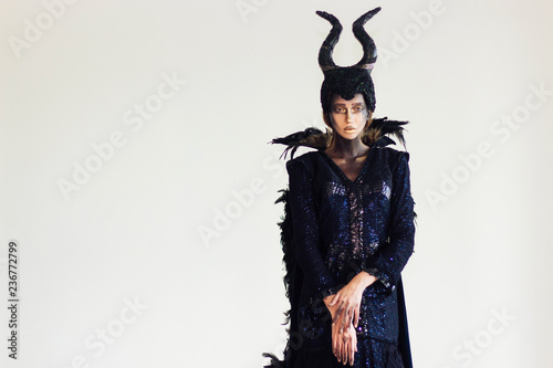Maleficent's models are posing in the studio. Fototapet