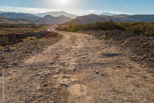 Obraz Dirt road to the mountains - fototapety do salonu