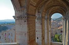 Archi Di Sole A Gubbio. Archit...