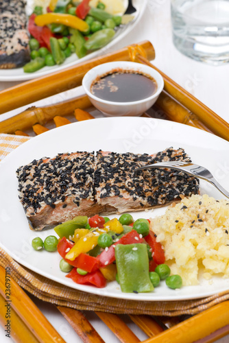 salmon in sesame breaded, vegetables and mashed potatoes