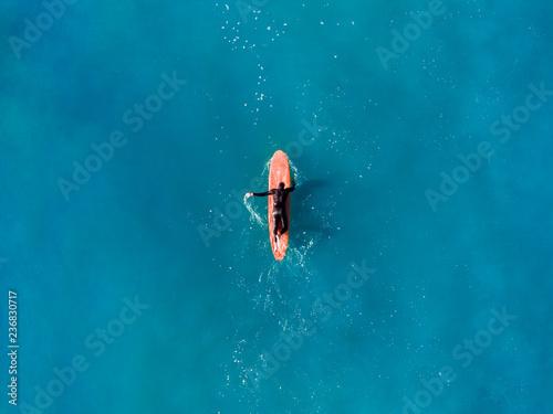Surfer top of wave in ocean, top view aeria Canvas-taulu