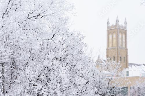 Fotografía church tower in winter scene