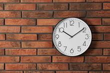 Stylish Analog Clock Hanging O...