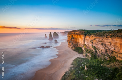 Fotografia  The 12 Apostles at sunset, near Port Campbell, Shipwreck Coast, Great Ocean Road, Victoria, Australia
