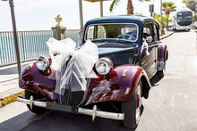 Vintage Car As A Wedding Car