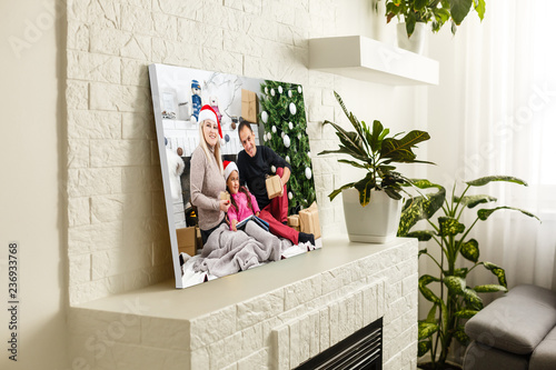 Fototapeta large wall canvas portrait of her family with young children obraz