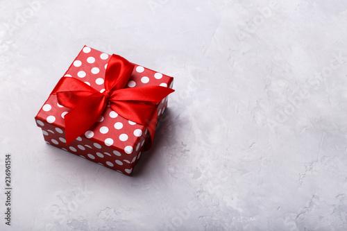 Fotografía  Gift box with ribbon