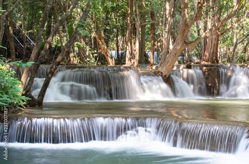siklawy-splywanie-od-gor-przy-huay-mae-khamin-siklawy-parkiem-narodowym-kanchana-buri-w-tajlandia