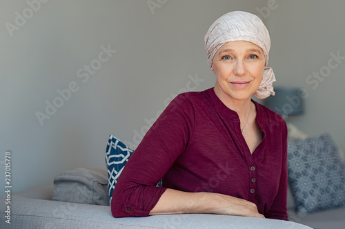 Photo Mature woman suffering from cancer