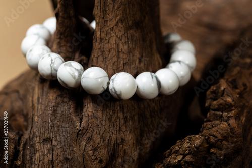 Tableau sur Toile The howlite stone bracelet