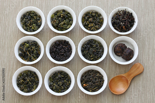 taiwanese tea assortment : oolong ta, iron goddess tea, pu-erh tea Wallpaper Mural