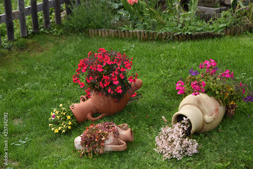 Anfore Con Fiori.Anfore Fiori Giardino Buy This Stock Photo And Explore