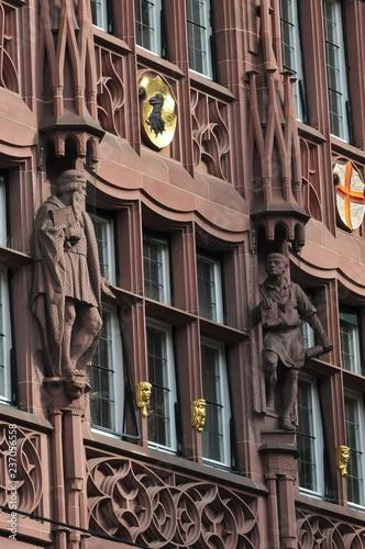 Photographie  Historische Fassade Geschäftshaus der ehemaligen Freiburger Zeitung in der Kaiser-Joseph-Straße in Freiburg im Breisgau