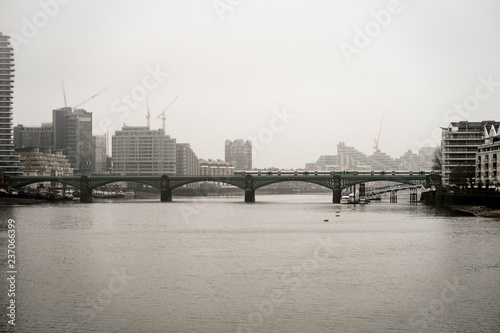 Poster Londres River Themes and Battersea Railway Bridge