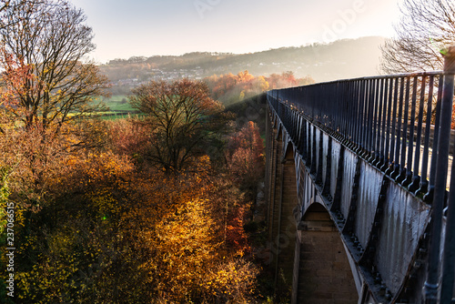 Obraz na plátně Pontcysyllte Aqueduct is a navigable aqueduct that carries the Llangollen Canal across the River Dee in the Vale of Llangollen in north east Wales, UK