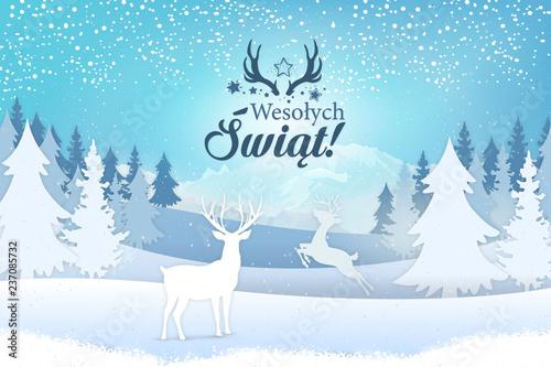 Obraz Koncepcja kartki z życzeniami świątecznymi Wesołych Świąt napisane po polsku. Stylowy napis z motywem świątecznym, na tle zimowego widoku na jelenie, drzewa i góry z padającym śniegiem - fototapety do salonu