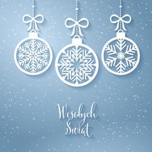 Kartka świąteczna Z Napisem Wesołych Świąt Po Polsku. Z Góry Zwisają Na Tasiemkach Stylowe Bombki W Kształcie Płatków śniegu