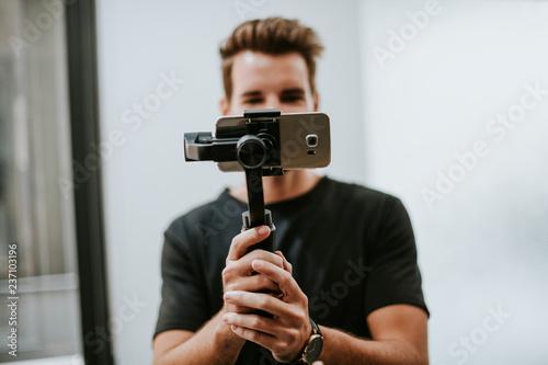 Man holding a gimbal with a phone Tapéta, Fotótapéta