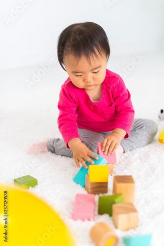 Fotografia  積み木で遊ぶ子供