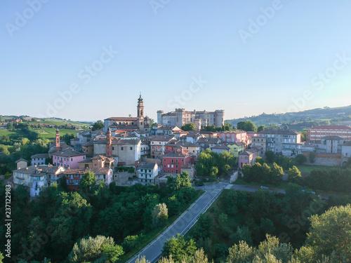 Photo costigliole d'asti town, Langhe and Monferrato region, Piedmont, Italy