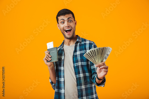 Fotografía  Excited young man wearing plaid shirt standing