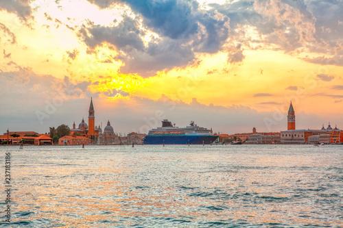 Fotografía  Scenery of Grand Canal and San Giorgio Maggiore church in the morning
