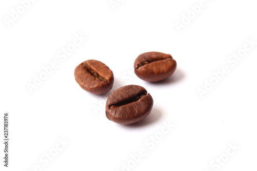 Foto op Canvas koffiebar coffee beans isolated on white, aromatic coffee, coffee drinks