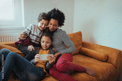 Fotomural  Modern connected family