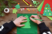 Making Of Handmade Christmas Tree From Felt With Your Own Hands. Children's DIY Concept. Making Xmas Toys Decoration Or Greeting Card. Step 1. Circle The Stencil.