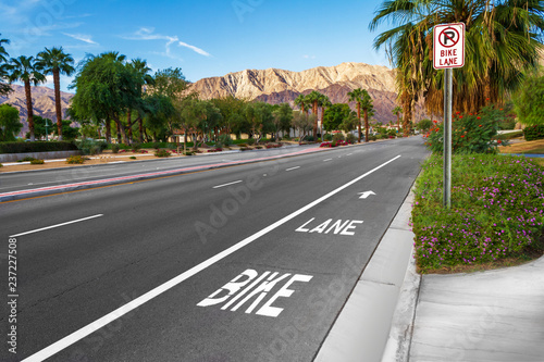 Photo Bike lane on suburban street with road sign