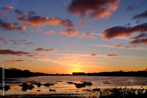 Fotografía europe, UK, England, London, Wembley Stadium Welsh Harp sunset