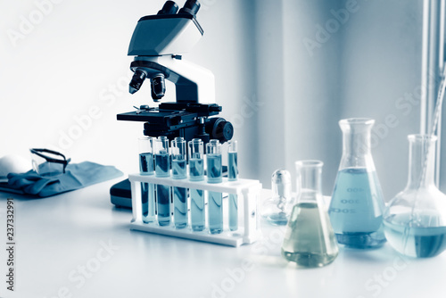 Carta da parati Microscope and Chemical Instrument Tools in Laboratory Room, Science Research Analyzing Equipment Microscopically for Chemistry, Medicine and Biochemistry in Testing Lab