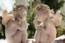 ナイショ話の天使達