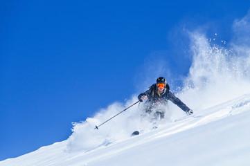 spektakulär Skifahren im Tiefschnee