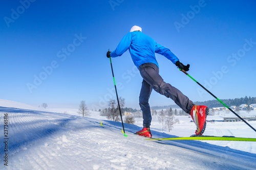 Acrylic Prints Winter sports in perfekter Technik klassisch Langlaufen
