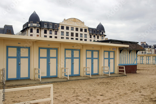 art deco beach cabins