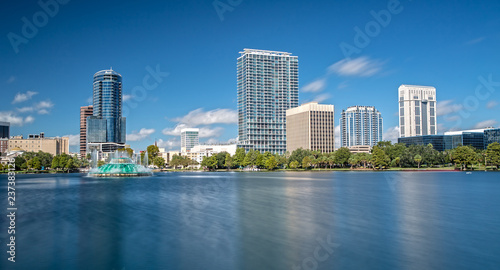Foto op Aluminium Blauw Downtown Orlando from Lake Eola Park on a beautiful sunny Day