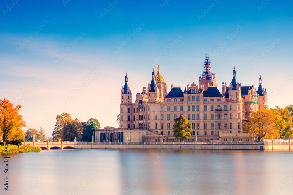 Fototapety, obrazy: The beautiful, fairy-tale castle in Schwerin.