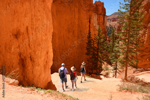 Canvas Print Family hiking in the red mountains on summer vacation