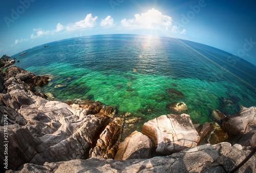 Cuadros en Lienzo Seascape fisheye view on tropical sea with a huge stones