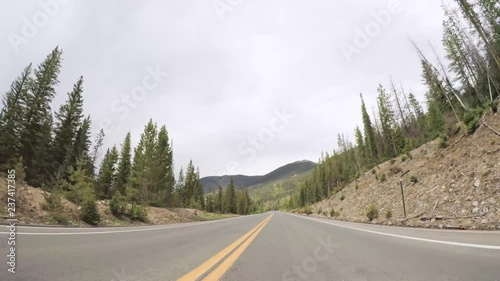 Fototapete - Driving on paved road in Rocky Mountain National Park