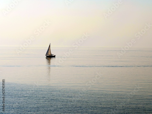 Tuinposter Pier Smooth sail by the breeze