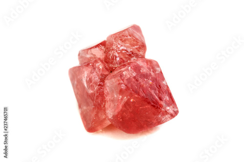 Fotomural  Macro mineral spinel stone on white background