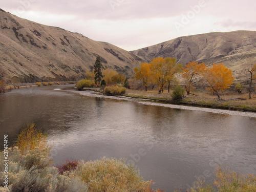 Fotobehang Bergen fall on Yakima River