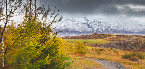 In de dag Zuid-Amerika land High Icelandic or Scottish mountain landscape with high peaks and dramatic colors