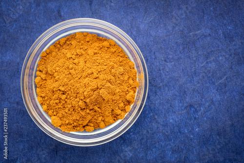 Foto op Plexiglas Aromatische turmeric root powder