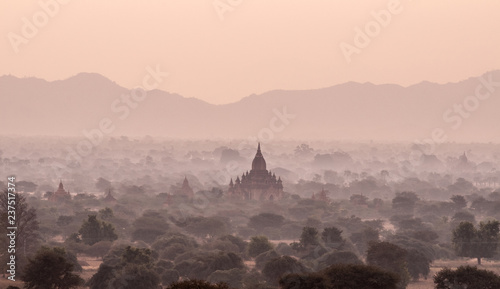 Foto auf AluDibond Cappuccino Amazing sunrise with the ancient architecture of a thousand Pagodas in Bagan Kingdom, Myanmar